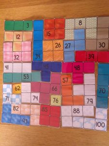 Tetris del tablero del 100 puzzle divertido