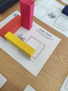 Proyección ortogonal y el puzzle jenga para hacer geometría matemáticas manipulativas